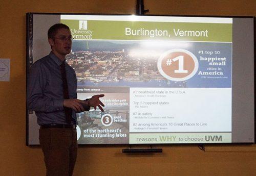 Alunos recebem palestrante da University of Vermont