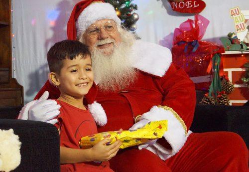 Papai Noel visita as crianças do Morumbi Sul